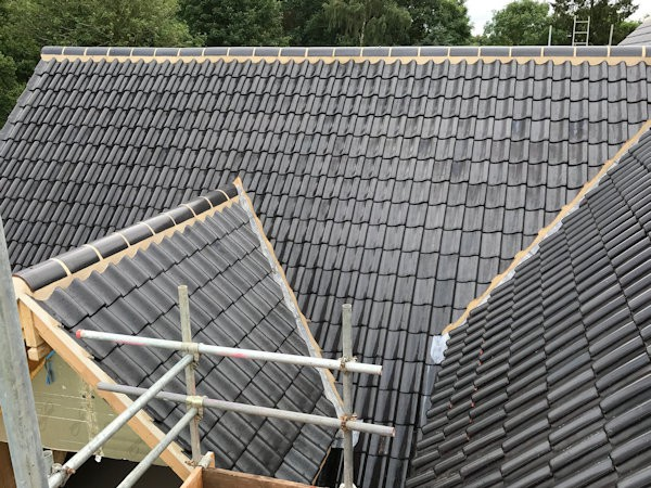 Roofing Contractor Repairs Flat Roofing Tiling Slate